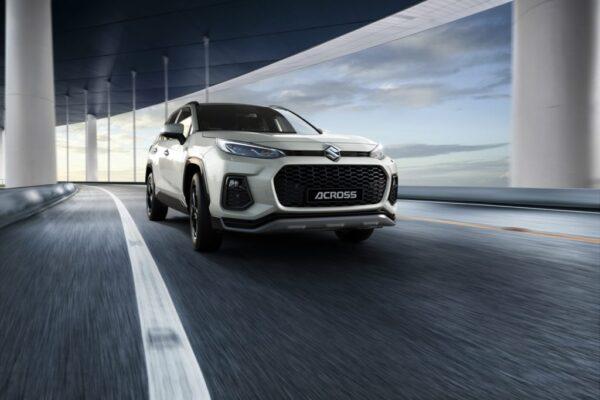 """Nuova Suzuki Across 2020: la """"gemella diversa"""" della Toyota Rav4 è ibrida plug-in."""