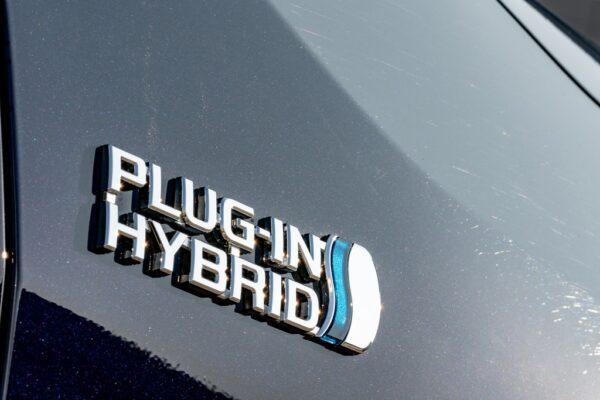 Incentivi Suzuki 2021: scende anche il prezzo della Suzuki Across Plug-in